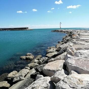 Il mare di Mattinata. (Foto: Liberapia Armillotta)