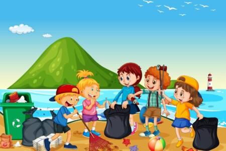 Bambini e genitori in campo per la pulizia delle spiagge