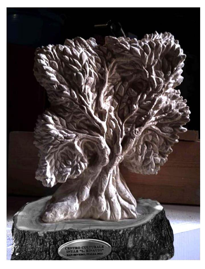 L'opera in pietra scolpita dall'artista di Mattinata Lorenzo Di Mauro